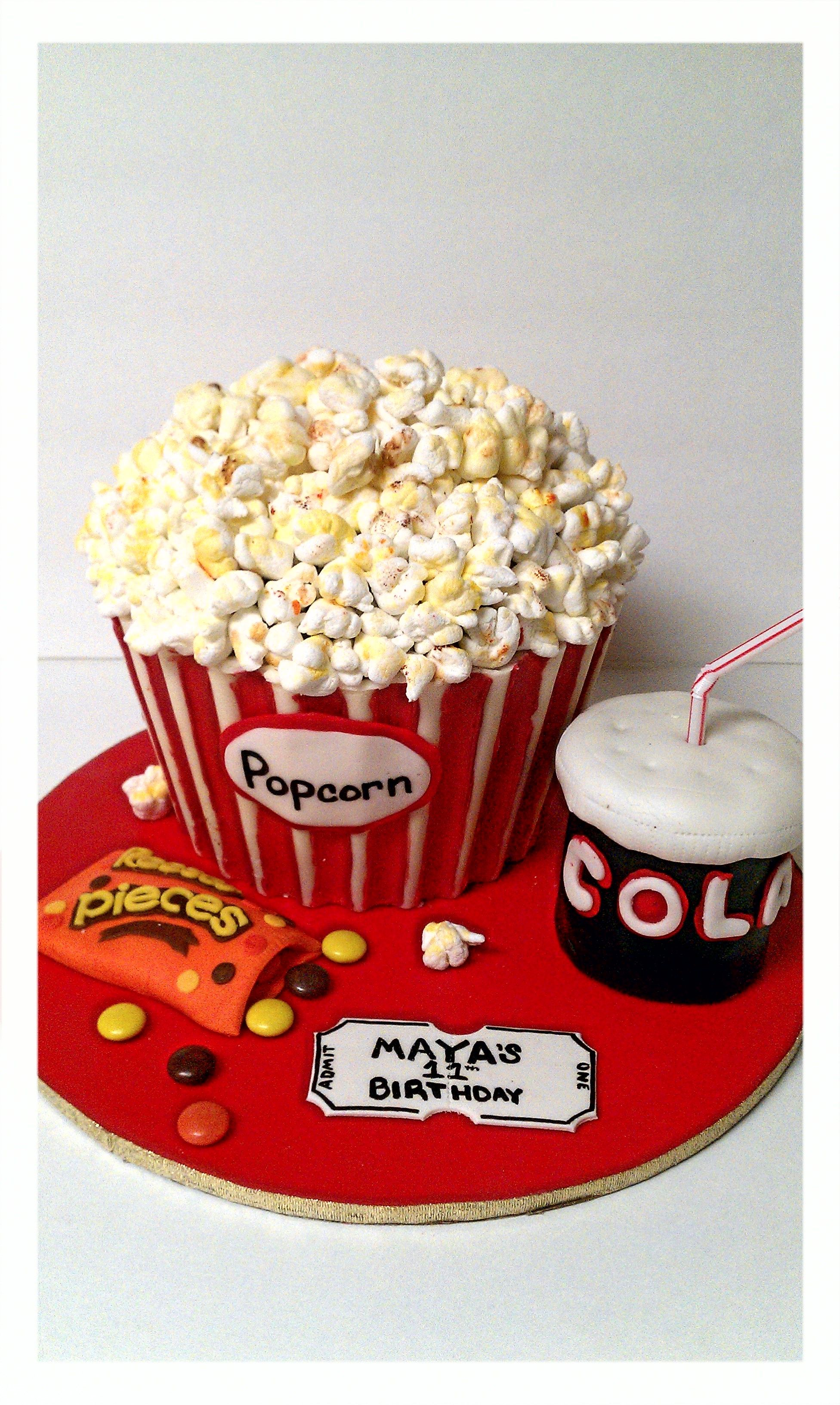 The Popcorn Bucket Is Made Of Chocolate Cake With Cookies