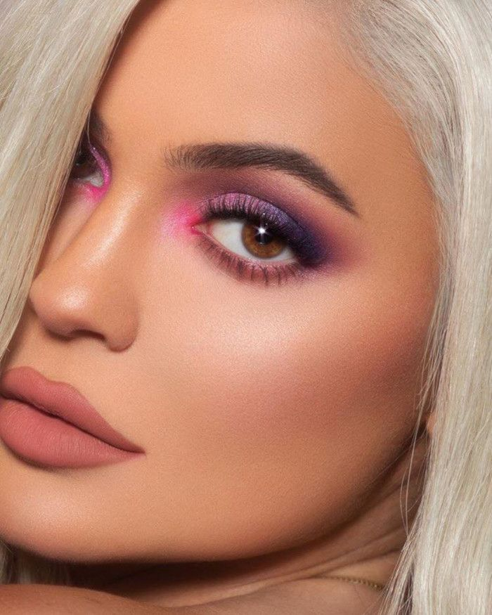Kylie Jenners Most Glamorous Makeup Looks To Copy For The Holidays