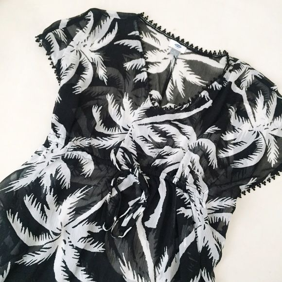 Printed Bathing Suit Coverup Beautiful sheer bathing suit cover in black and white palm print. Love the fringe/tassel detailing around the border! Also has leg slits on both sides and flowy sleeves. Drawstring waist for a flattering fit! Worn once Old Navy Swim Coverups