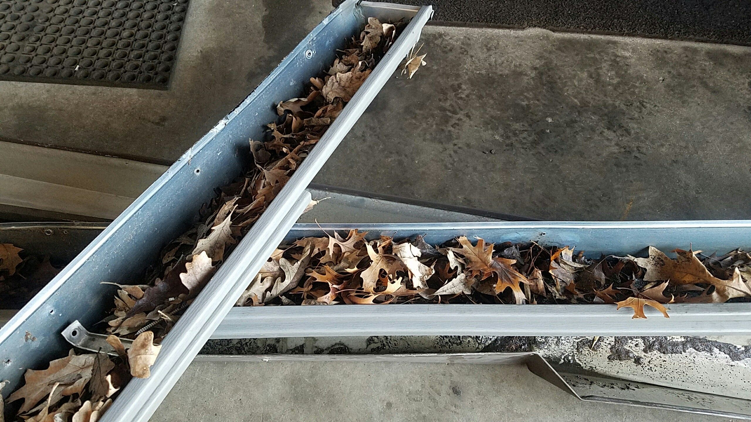 Clogged Gutters Clogged Gutter How To Install Gutters Seamless Gutters