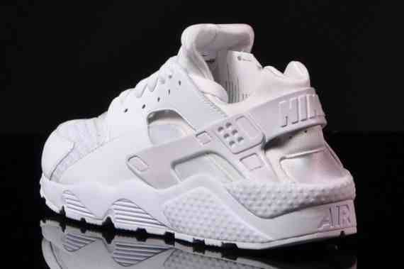 b513ab02a0ad7 ... Nike Sportswear prepares for the summer with a selection of refreshing  footwear which includes this all Nike Air Huarache ...