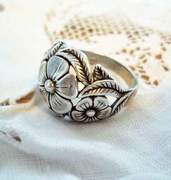 Vintage Ring on Sale Women/'s Vintage Domed  Ring Size 5 Ring Sterling Silver Ring