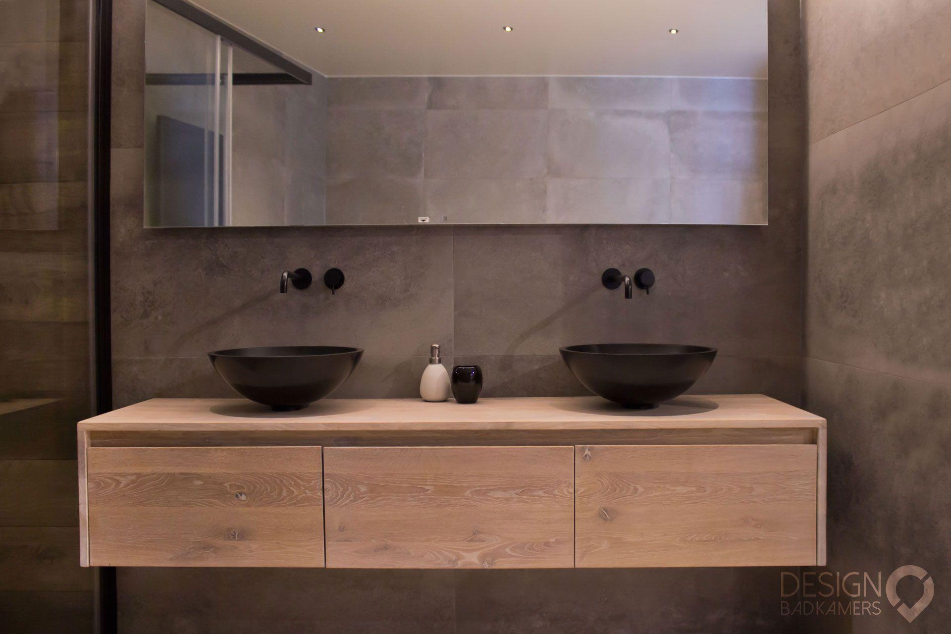 Moderne grijze badkamers met douche stock foto afbeelding