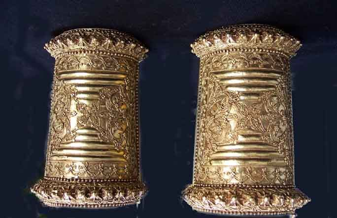 Rare 22 K Makasar cuffs Suluwesi Indonesia (Archives sold Singkiang)