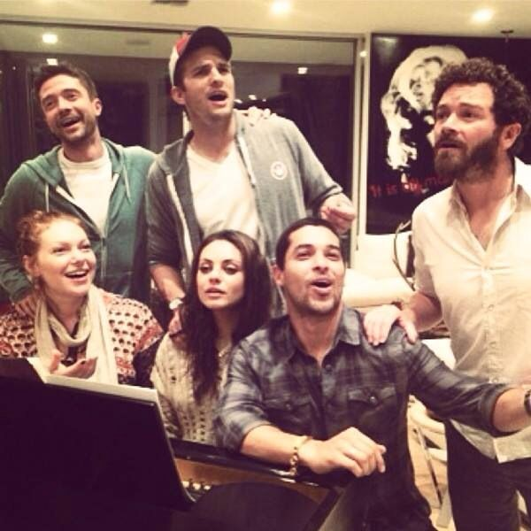 That 70's Show cast hanging
