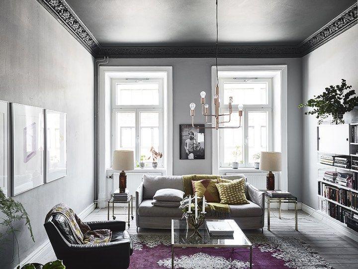 Dormitorio con paredes oscuras y madera natural Ikea, Madera and Piso - decoracion con madera en paredes