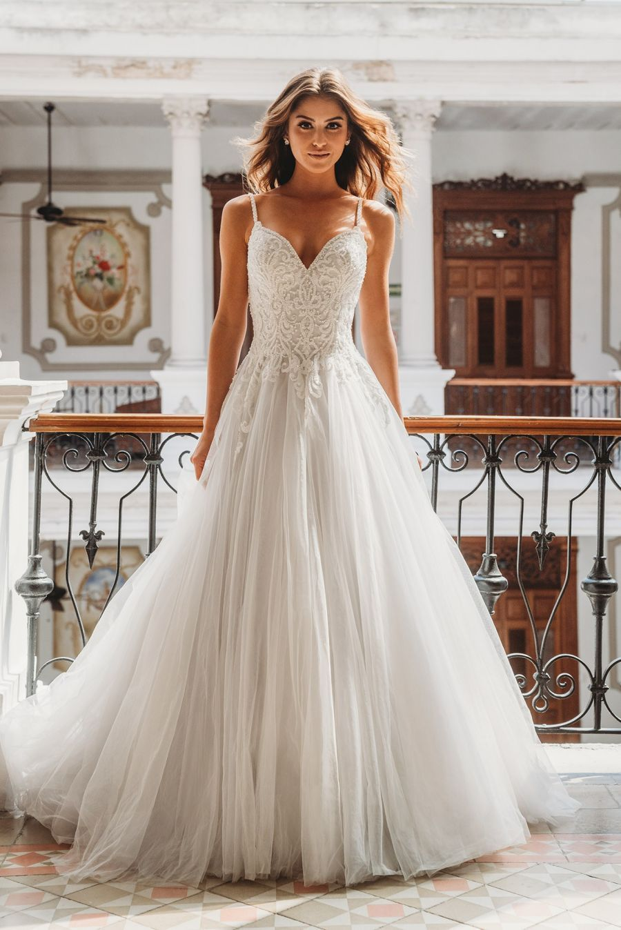 The Style 9667 Wedding Dress From Allure Bridals Is Perfect For A Simple Outdoor Wedding Country We Allure Bridal Outdoor Wedding Dress Gorgeous Wedding Dress [ 1348 x 900 Pixel ]