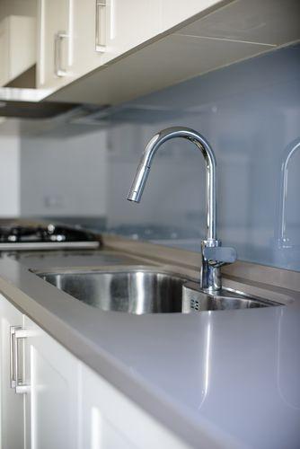 Salpicadero de vidrio lacado gris - Cocina de Hielo Sur Diseño