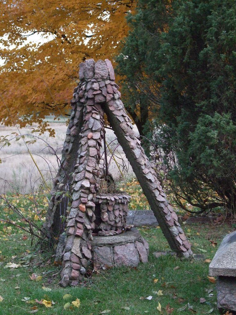 tripod headstone
