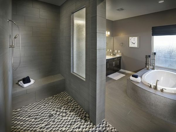 Badezimmer Gestaltungsideen Mosaik Bodenbelag Jacuzzi