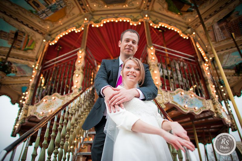 photo de couple mariage devant man ge du trocad ro paris rsphoto poses pinterest. Black Bedroom Furniture Sets. Home Design Ideas