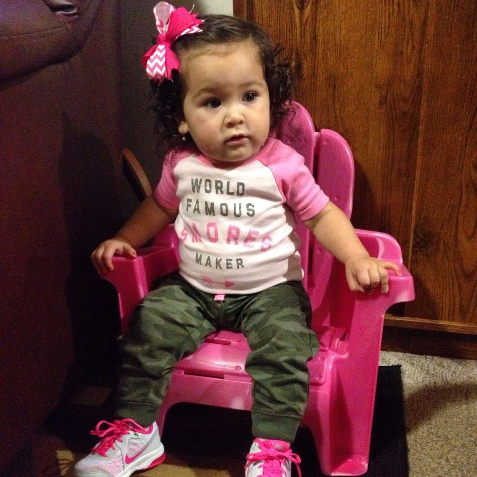Front twist with a bow to the side. Army pink outfit with cute pink nike