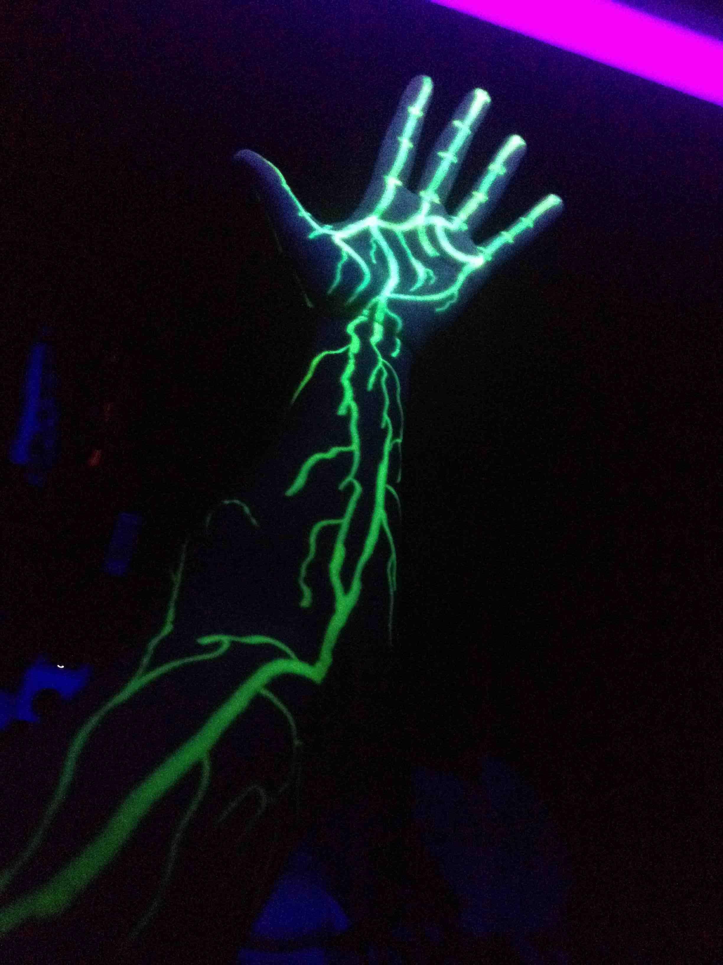 I Drew On My Arm With A Highlighter Then Put It Under A Black Light Black Light Tattoo Neon Tattoo Dark Tattoo