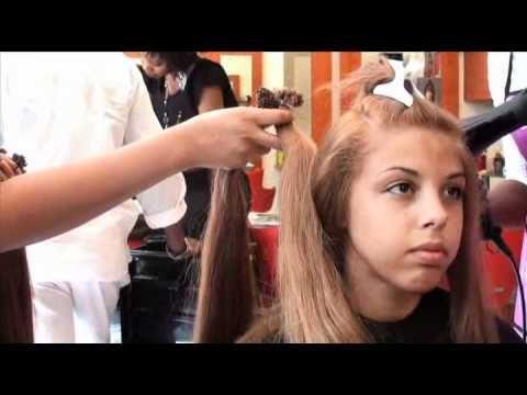 Extensions de cheveux naturels avec Coloration - Le salon Locks Twists Tresses à Paris, vous présente sa technique de coloration sur cheveux de type afro, suivie d'une pose d'extensions de cheveux naturels. Vous verrez comment obtenir un look glamour en quelques heures.     Retrouvez nous sur notre site pour plus d'informations : http://www.coiffurelocks.com/locks-twists-tresses-salon.html