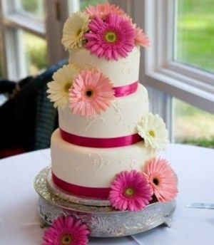 Cute cake but I would switch out the pink ribbon for black and use all hot pink Ferber daisies! Pinning this as an idea for my cake!