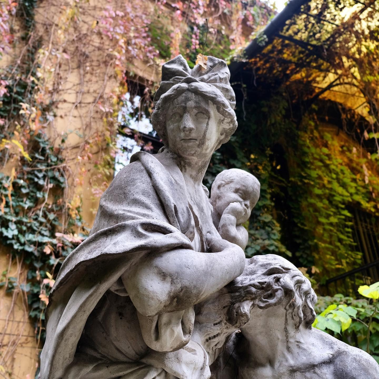 #ChamberOfHungarianArchitects #Budapest #iPhonograpy #cityexploration #cityscape #architecture #statue #travel #explore #discover #NeverStopTravelling #NeverStopExploring #NeverStopDiscovering #beauty #beautiful #Awesome #beautifulPlaces #inspired #beinspired #FidelPix #FidelUK #instaarchitecture #topeuropephoto #Europe #Magyarország #Magyarorszag