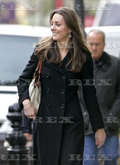 11.10.2006: Kate Middleton and Carole shopping in Chelsea London