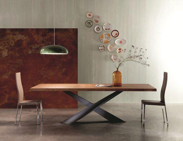 Table à manger en bois naturel à pieds croisés en acier de design ...