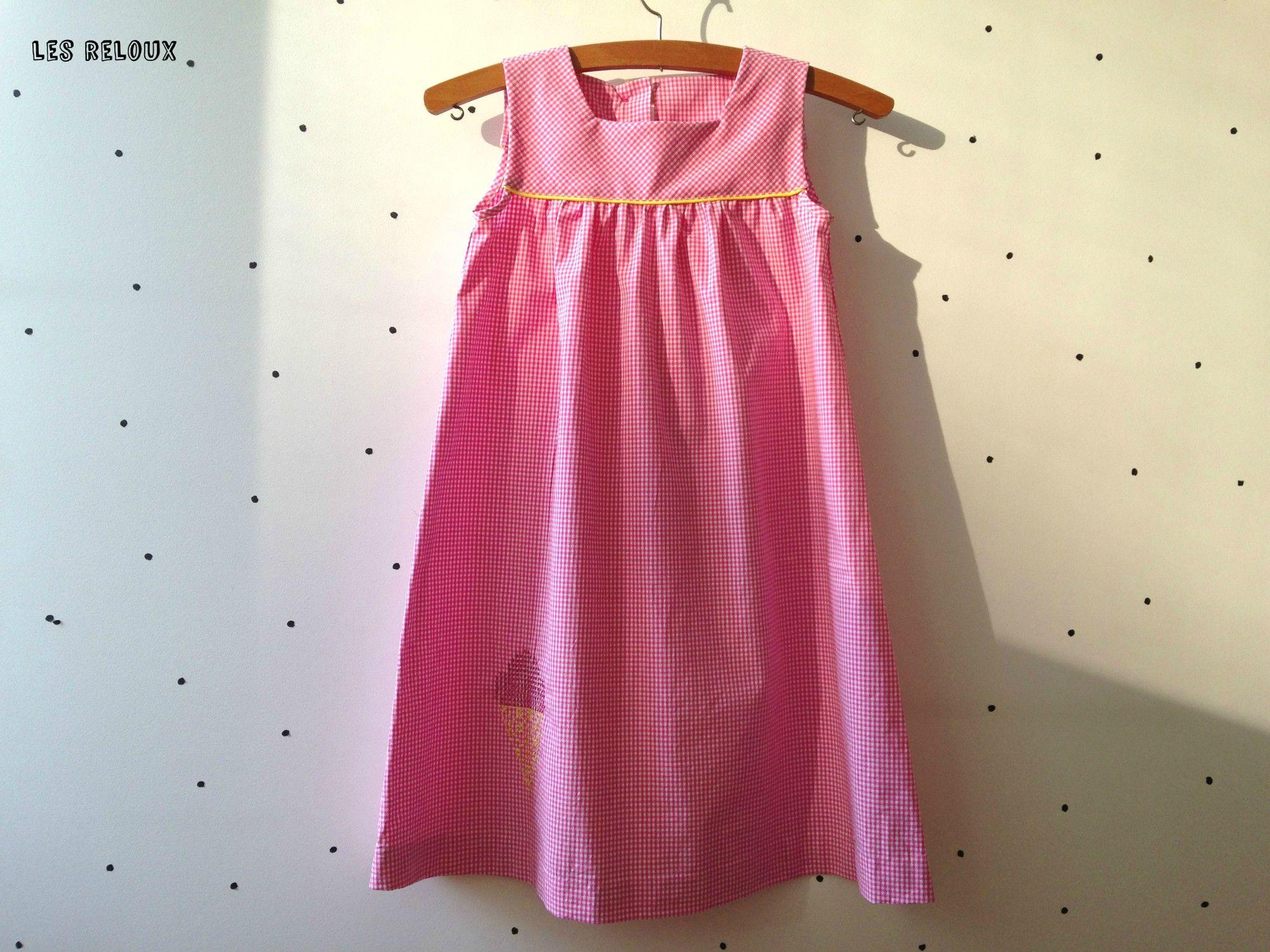 un cornet de glace se pose sur une petite robe vichy avec custom by me! http://custombymedmc.com/fr/