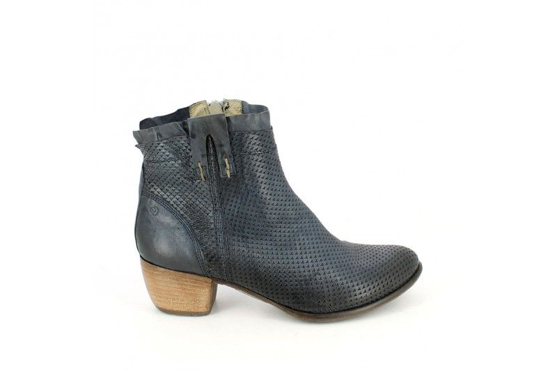 Vilia 15335 Rodeo Oceano Glam look ankle boot, genuin leather vintage effect, rubber sole, heel 3 cm and zip. For your confident style. Khriò SS 2015