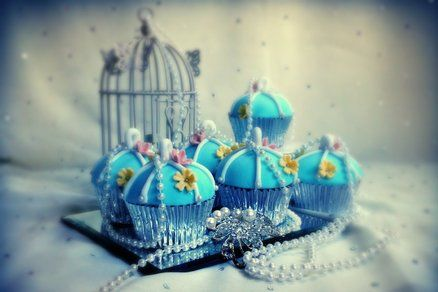 Vintage birdcage cupcake collection
