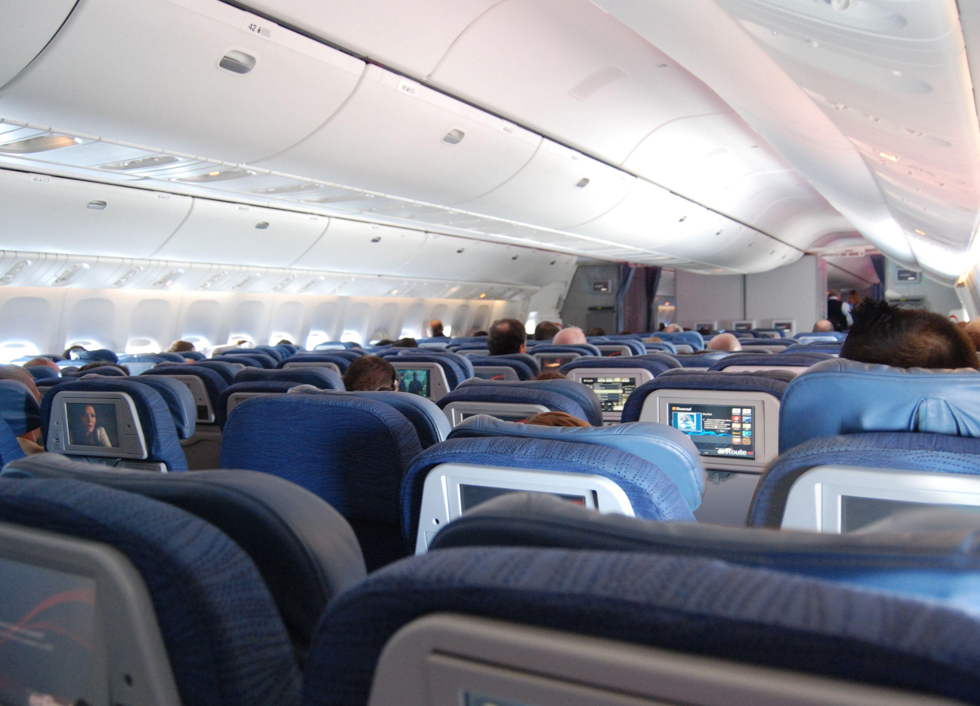 File embraer lineage 1000 interior forward cabin jpg wikimedia - File Air Canada Economy Interior 777 Jpg