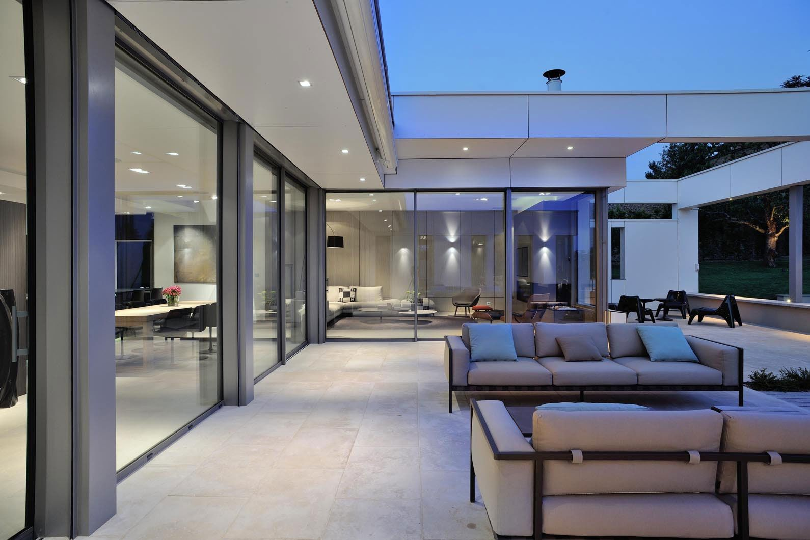 Villa wa by laurent guillaud lozanne 16