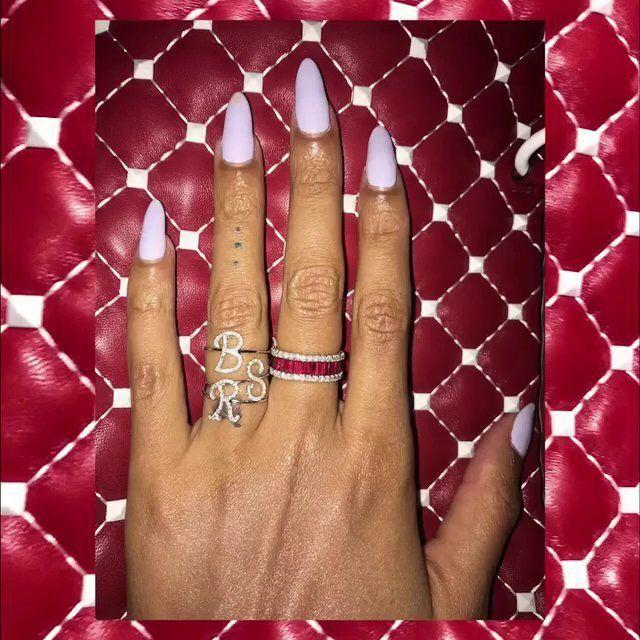 Beyoncé\'s hand at Bruno Mars\' 24K Magic world tour at Madison Square ...