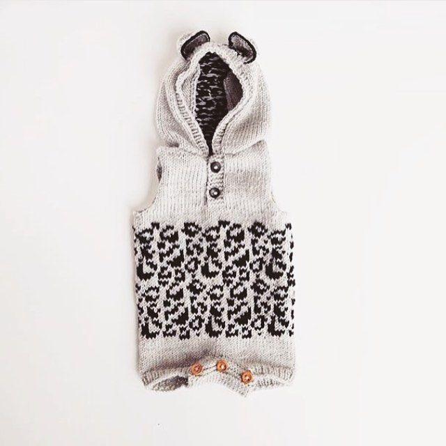 En lillebitte leopard hos dygtige @knittingthea😍💕 Opskriften finder du i shoppen (link i profil😚👆🏼) // danish pattern • english version in the making❤️ #babystrik #preggo #kidsfashion
