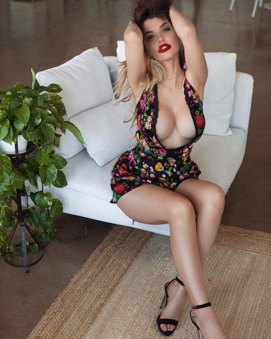 Супер сексуальное платье порно