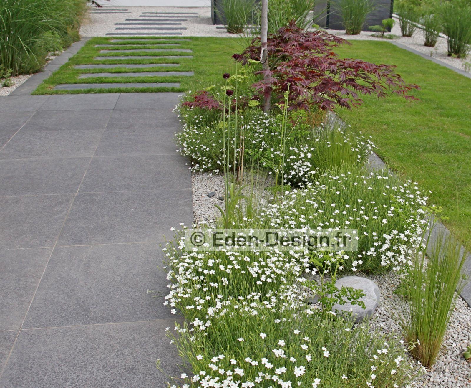 Jardin zen terrasse et potager en hauteur.Massif avec érable ...