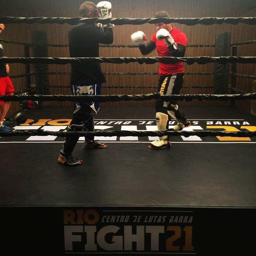 A fase de testes com nossos atletas já começou e a gente aproveita pra mostrar um pouco de como está ficando nosso espaço. Rumo a uma inauguração perfeita para nossos lutadores! #riofight21 #centrodelutas #academiariofight21 #teamaguia #jiujitsu #muaythai #boxe #judo #mma #capoeira #artesmarciais #martialarts #fitness #treino #boaforma #gym by riofight21