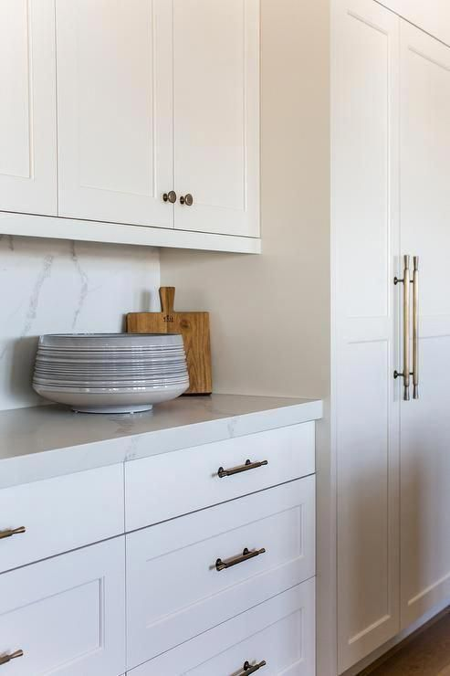 Best Light Gray Upper Kitchen Cabinets Are Painted In Benjamin 400 x 300