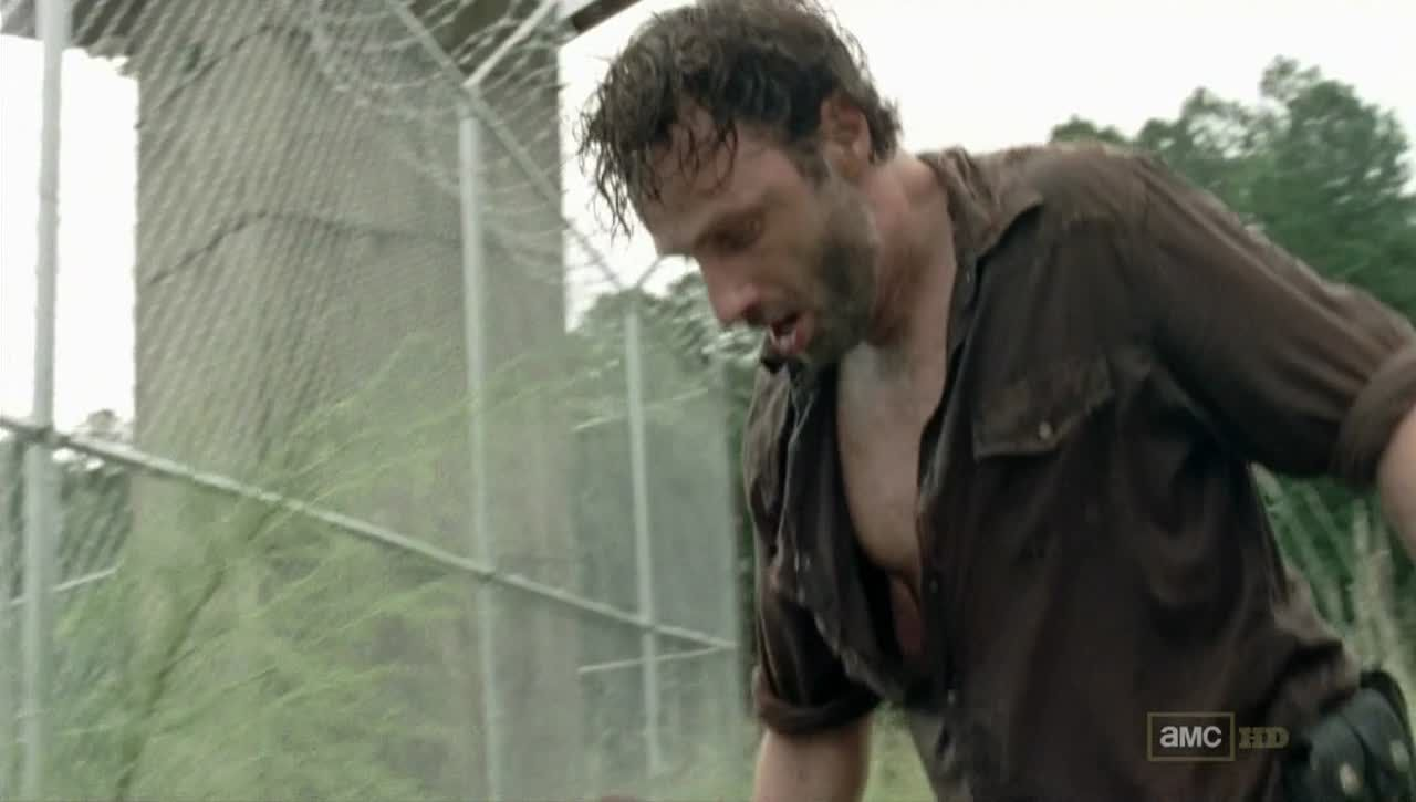 http://andrew-lincoln.com/gallery/albums/television/walking_dead/series3/10/screencaps00235.jpg