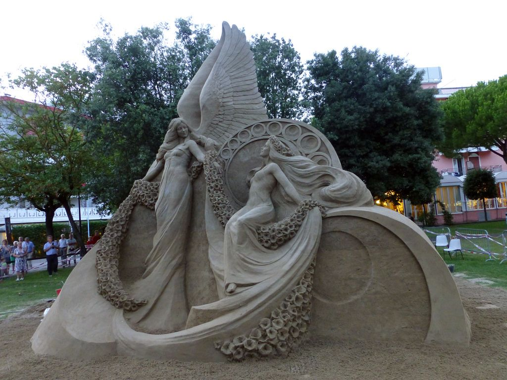 Susanne Ruseler, an astonishingly talented sand sculptor from the Netherlands