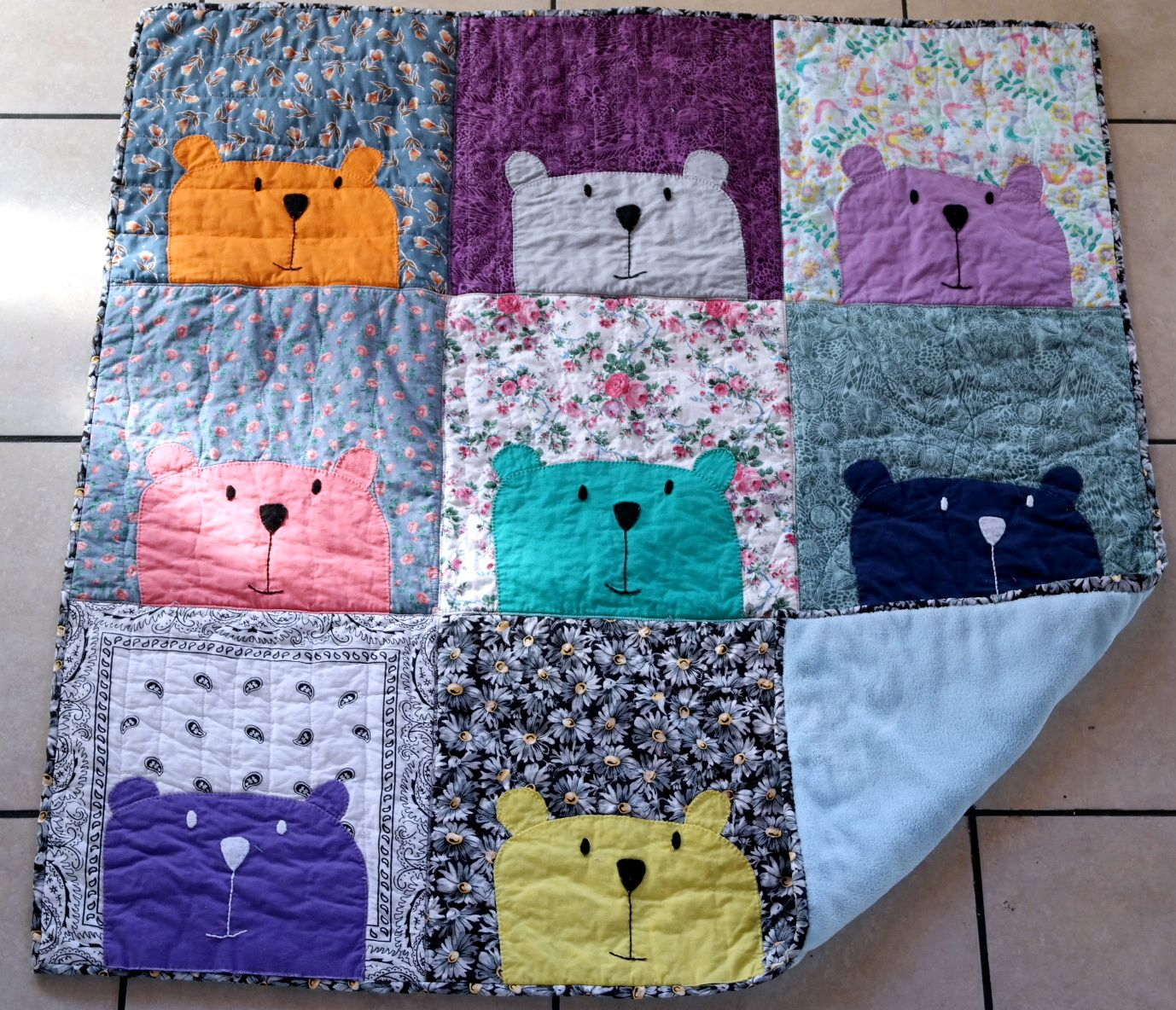Fabulous Peekaboo Bears! Can you believe this is her first quilt ... : easy first quilt - Adamdwight.com