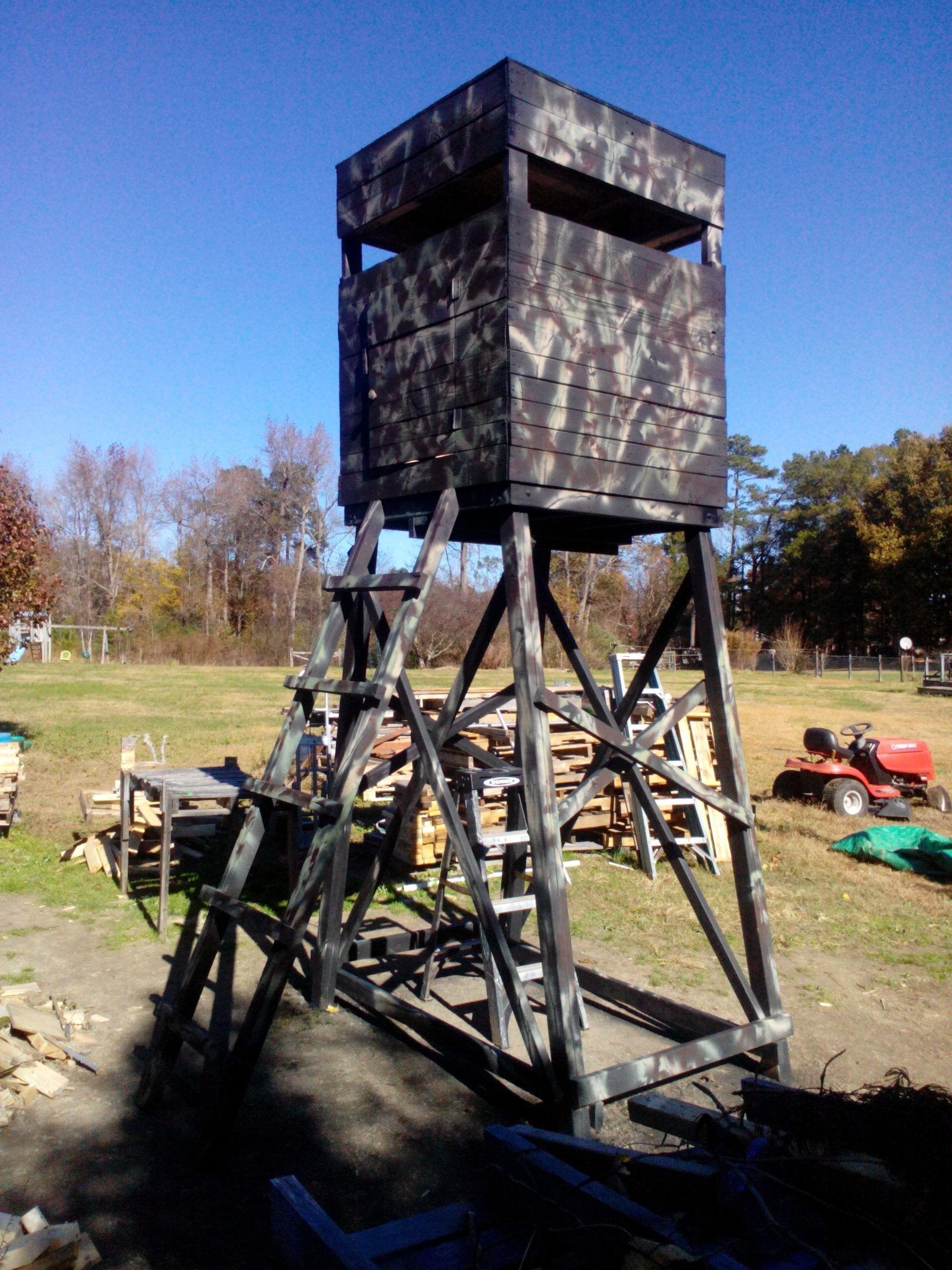 pallet deer stand | Deer stand, Wood pallets, Deer