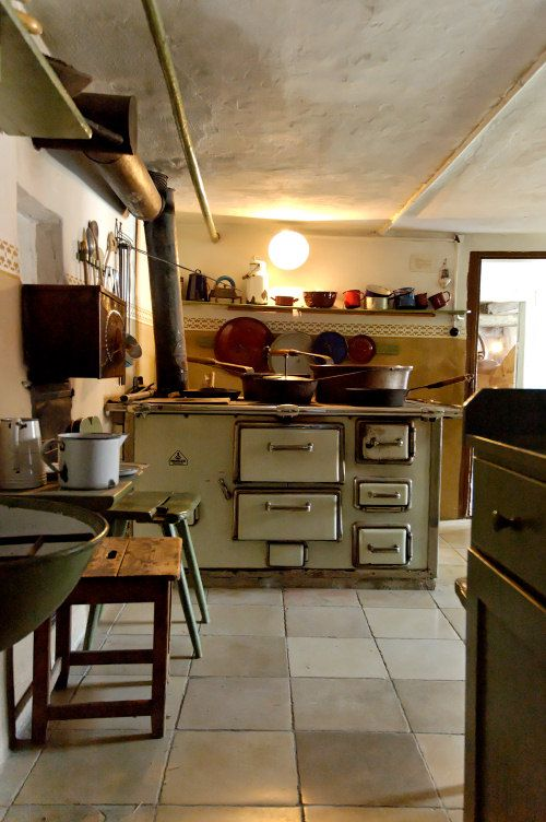 Old farmer\'s kitchen | For she | Pinterest | Kitchens, Stove and ...