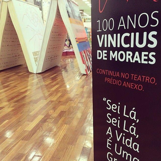 """9 curtidas, 1 comentários - @100anosvinicius no Instagram: """"Além da expo no prédio principal, as homenagens a Vinicius continuam com a instalação Meu Tempo é…"""""""
