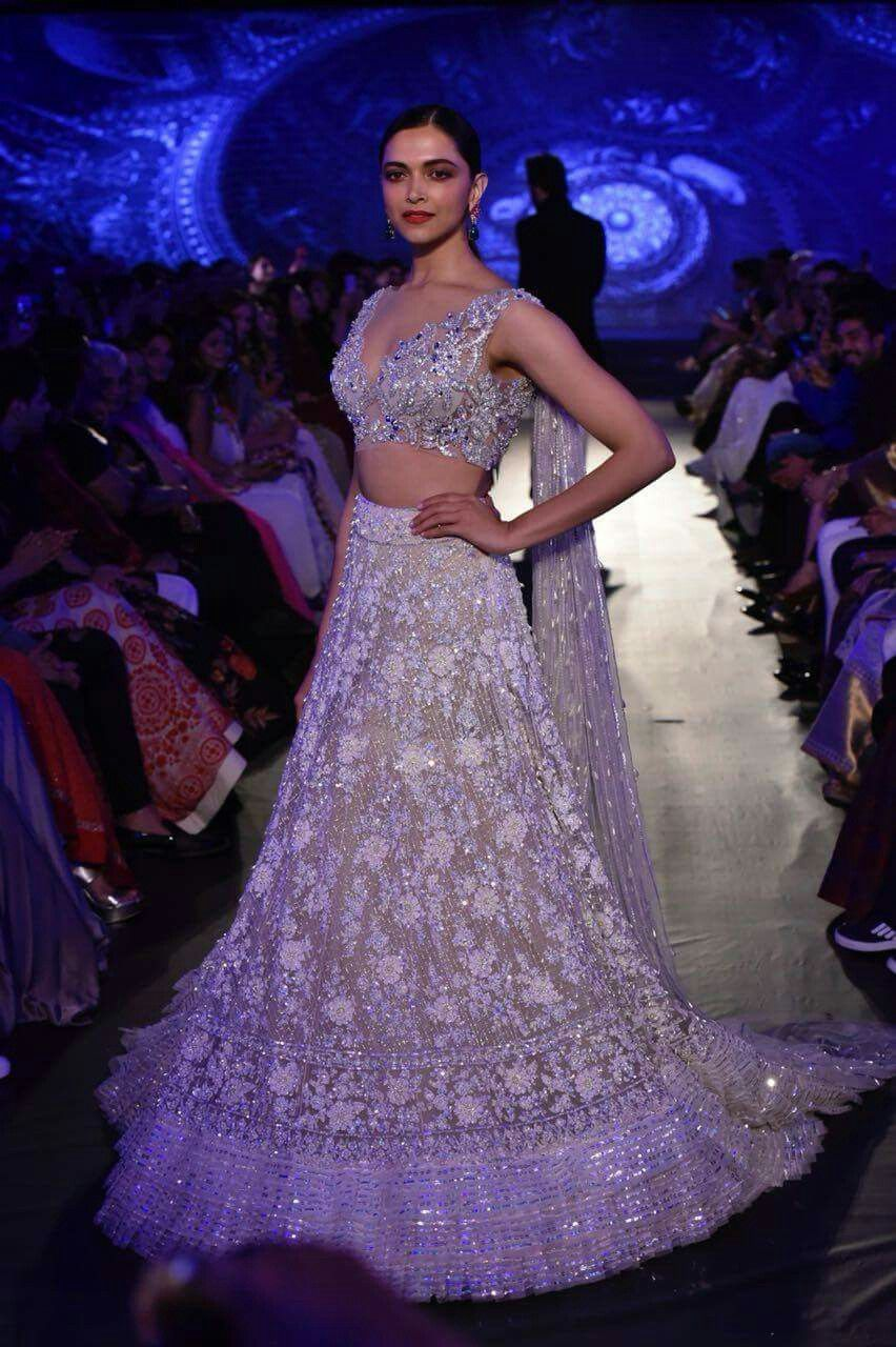 Deepika padukone slays at ramp walk of The Mijwan fashion show of ...