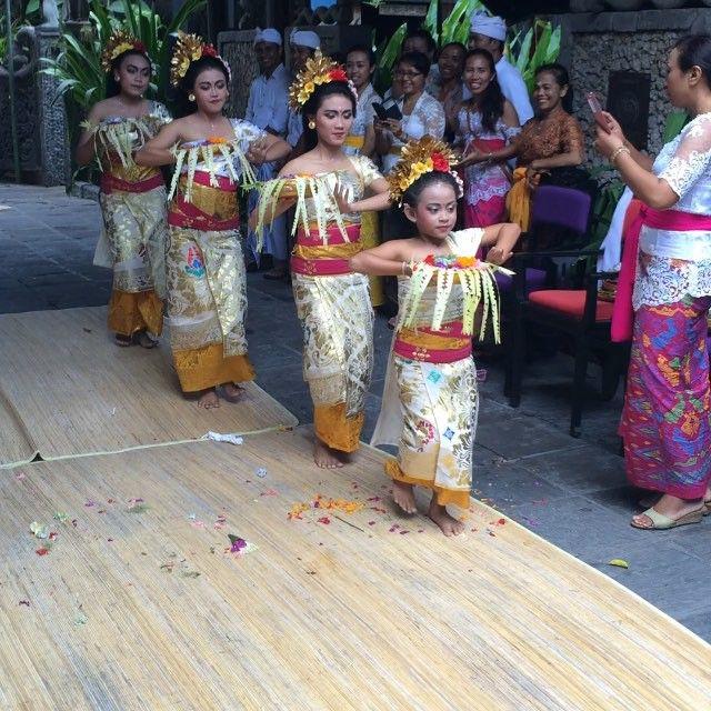 Balinese dance , Odalan ceremony at Hotel Tugu Bali #odalan #balinese #dance #performance #beauty #art #soul #romance #indonesia #tuguhotel #bali #instamood #followus