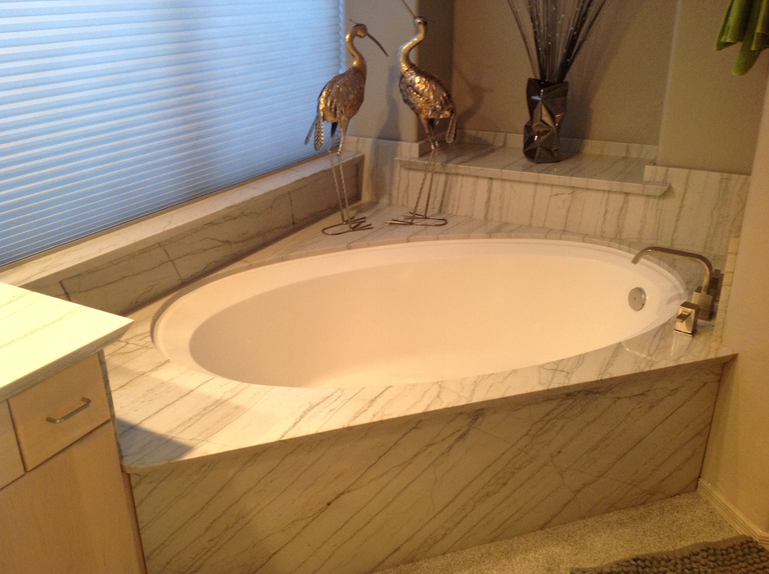 Quartz Slab Stone Used Over An Existing Cultured Marble Tub Wrapping Window Sills Niches And Backsplashes All Combine Marble Tub Quartz Slab Cultured Marble