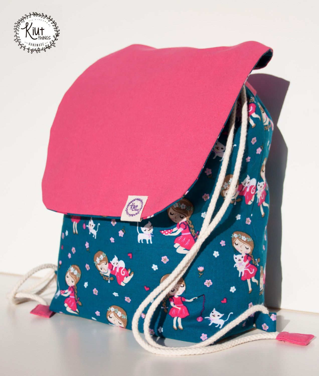 Mochila de nena y gatito para la guardería o el cole/ Little girl and kitten Backpack for toddlers and little kids de KiutThings en Etsy