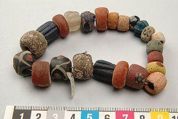 pärlor och stenar