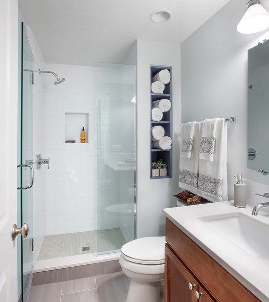 Banheiro simples e pequeno com nichos embutidos sweet for Decorar piso pequeno fotos