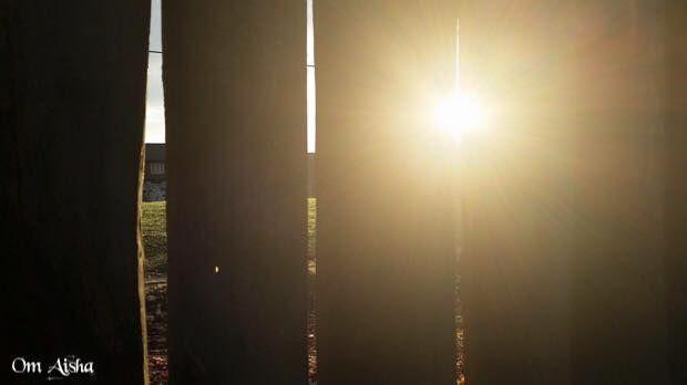 أشرقت انوار الصباح فتحت النوافذ فقبلتني الشمس بأشعتها الذهبية فأحسست بأنها ألقت علي بلالها أنوارا من الأمل و التفاؤل بنهار أ Home Decor Decor Lamp