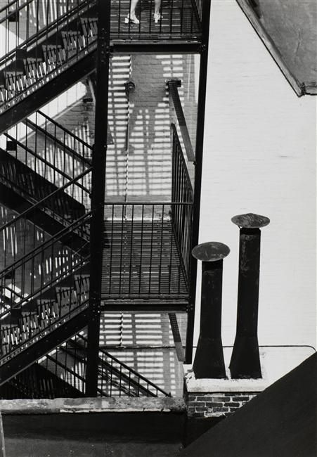 andr kert sz descendant un escalier new york 1969 photographer andre kertesz pinterest. Black Bedroom Furniture Sets. Home Design Ideas