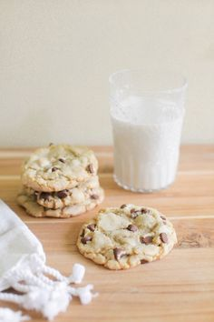 NOT just another #ChocolateChipCookie recipe! Tips to really master these babies on SMPLiving: http://www.StyleMePretty.com/living/2016/01/17/tips-for-the-best-chocolate-chip-cookies-in-the-world from @boxwoodavenue: