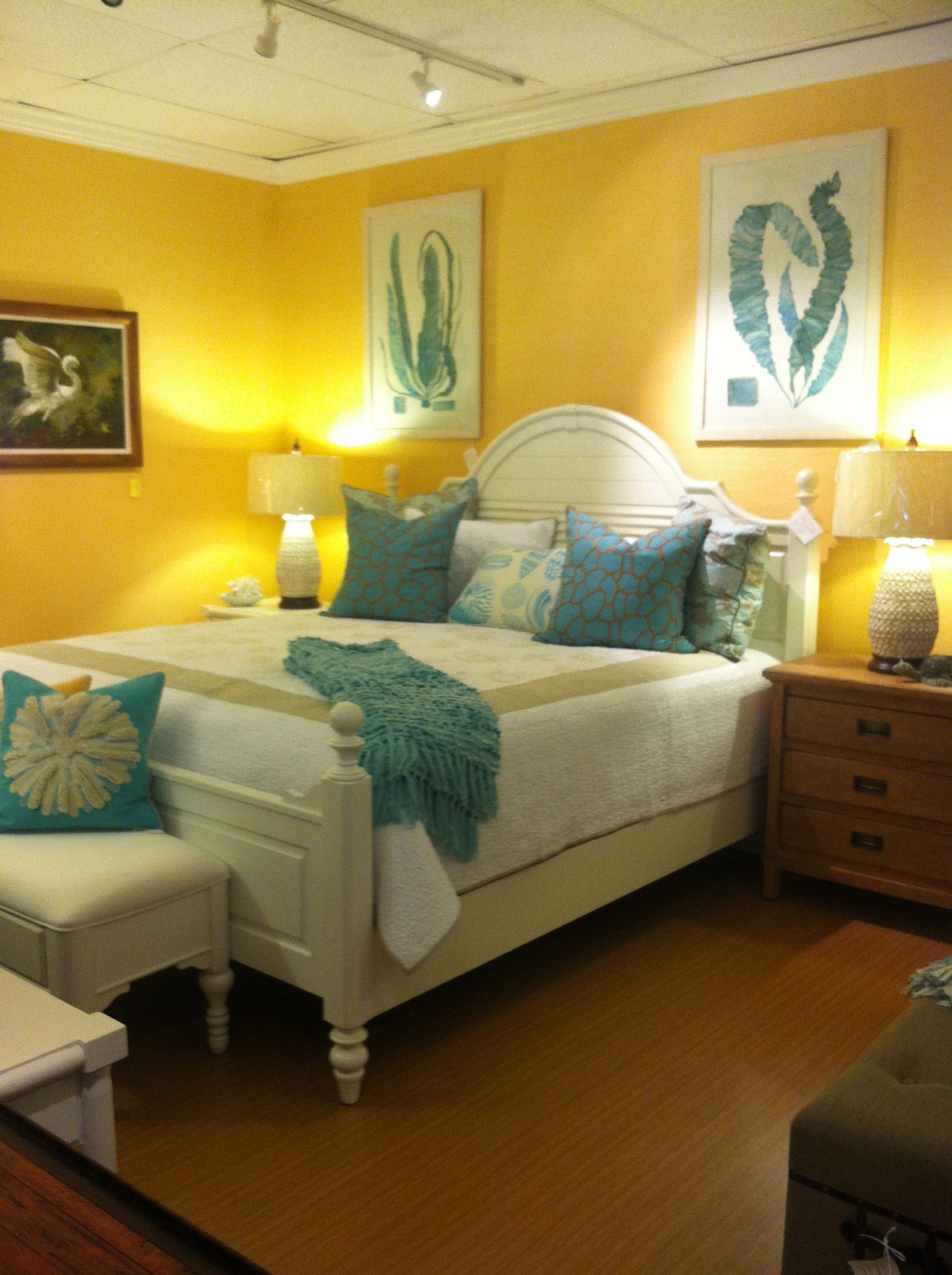 PUNCH OF COLOR Spice up a plain white space with a pop