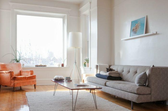 Attraktiv Wohnzimmer Einrichtung In Hellen Farben, Sessel In Apricot, Sofa In Beige,  Wandfarbe Weiß